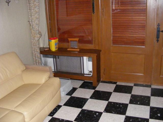 le salon boiseries carrelage damier et autres contraintes. Black Bedroom Furniture Sets. Home Design Ideas