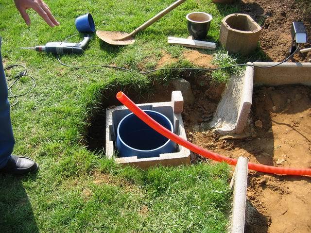 Le réservoir deau où sera installée la pompe