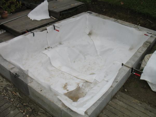 Bassin semi enterr d 39 apr s une tude d 39 alain for Colle bache epdm bassin