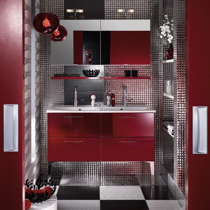 salle de bain blanche et rouge rafra chir. Black Bedroom Furniture Sets. Home Design Ideas