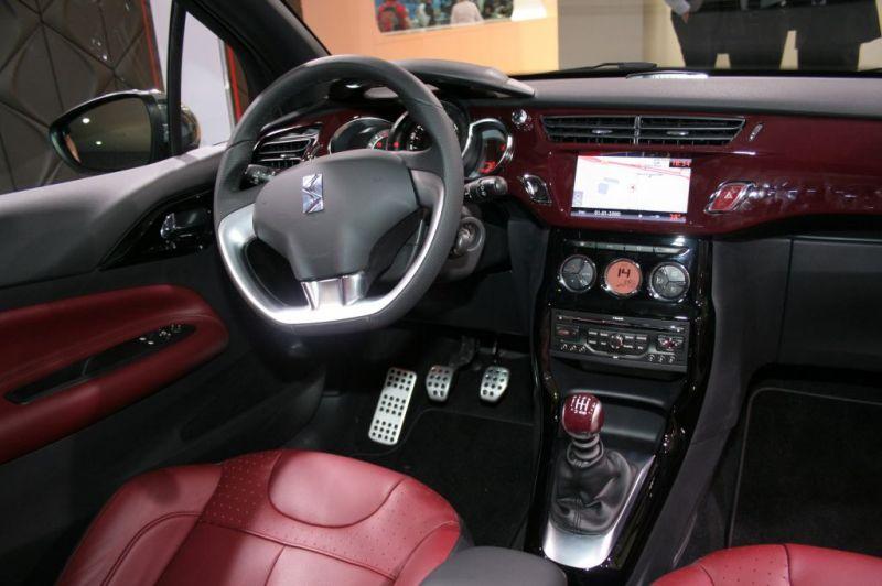 Ds3 1 6 thp 155 sport chic gris thorium toit rouge carmen for Interieur de voiture en cuir