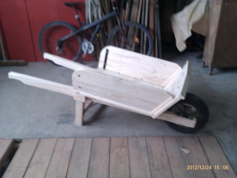 recherche plan d 39 une brouette en bois. Black Bedroom Furniture Sets. Home Design Ideas